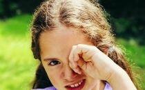 Приметы: к чему чешется правый глаз у женщины или мужчины